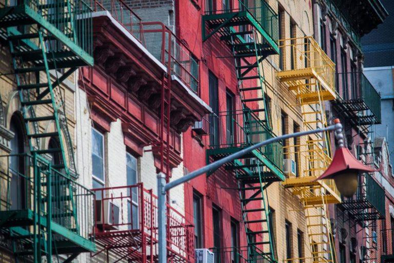 Jak wybierać osłony do zastosowania na balkonach?