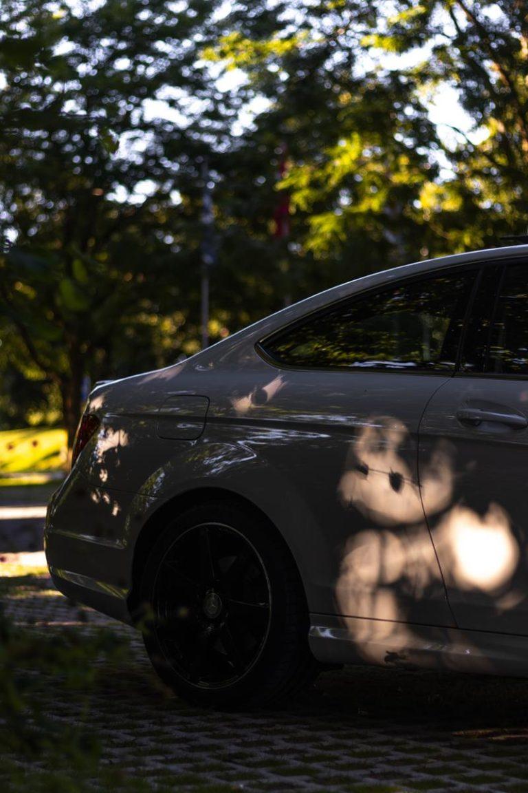 Fachowe podejście do zmiany koloru samochodu