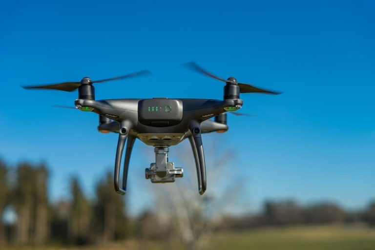 Dlaczego warto mieć dobrą ładowarkę do dronów?